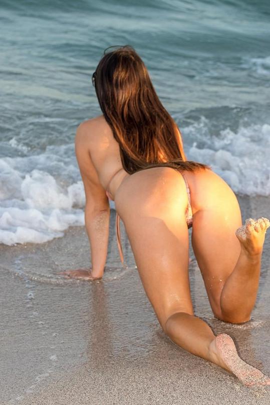 Ty plavky mohla rovnou sundat!