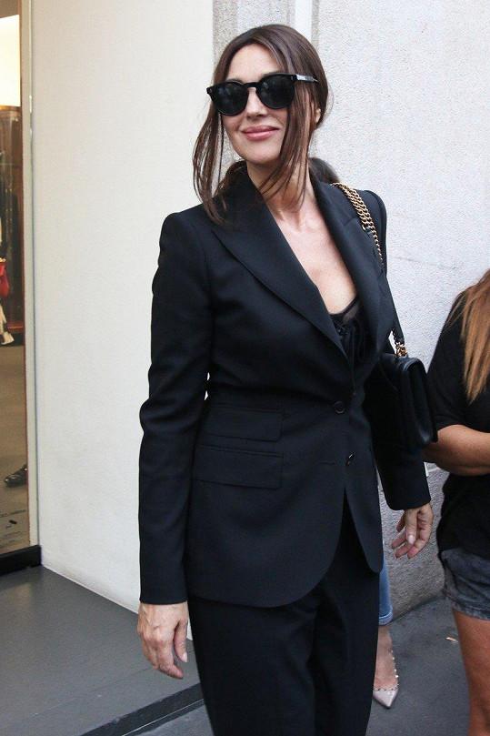 Monica Bellucci je šik i v civilu.