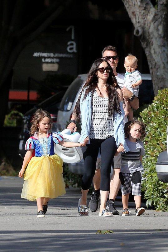 Megan Fox s rodinou. Celkem má s Brianem Austinem Greenem tři děti.