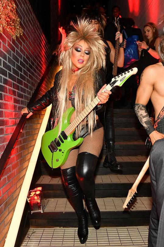 Mariah Carey vyrazila na večírek jako hvězda osmdesátek.