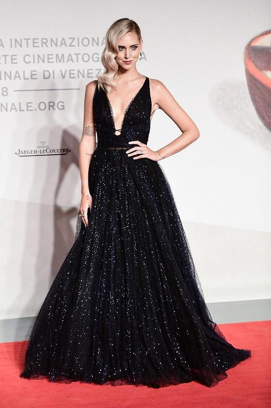 Ferragni zvolila krásné šaty od Diora, ale vrchní část jí úplně neseděla.