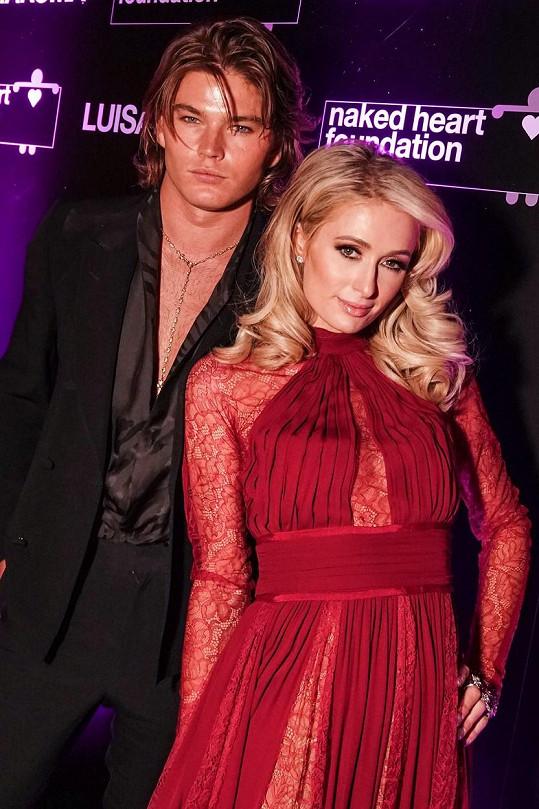 Na začátku kariéry byl spojován s Paris Hilton.