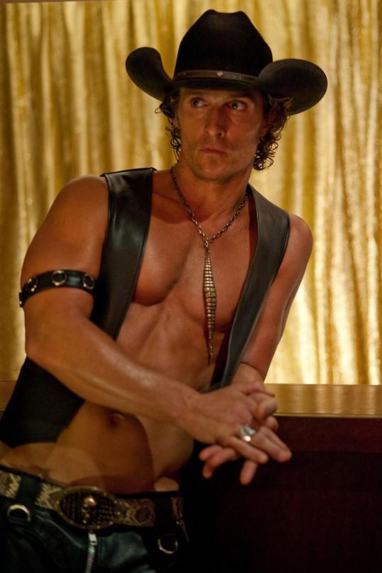 Ve filmu Bez kalhot (2010) předvedl vypracované tělo.