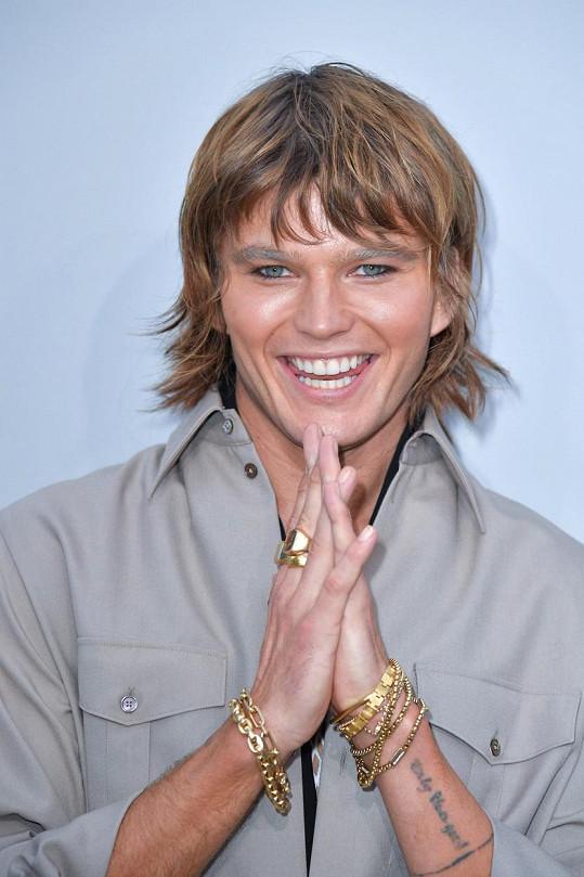 Jordan Barrett je velmi úspěšným modelem. Objeven byl v obchodě ve 14 letech.
