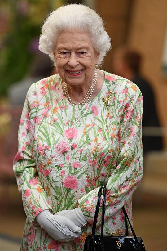 Perlový náhrdelník tradičně nosila její maminka, babička i prababička královna Viktorie.