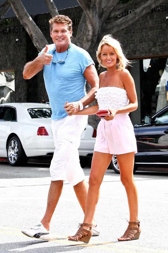 Čerství snoubenci David Hasselhoff a Hayley Roberts