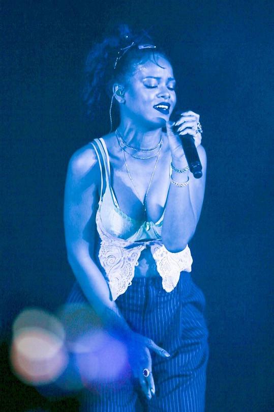 Rihanna se poslední týdny věnovala především dokončení alba ANTI.