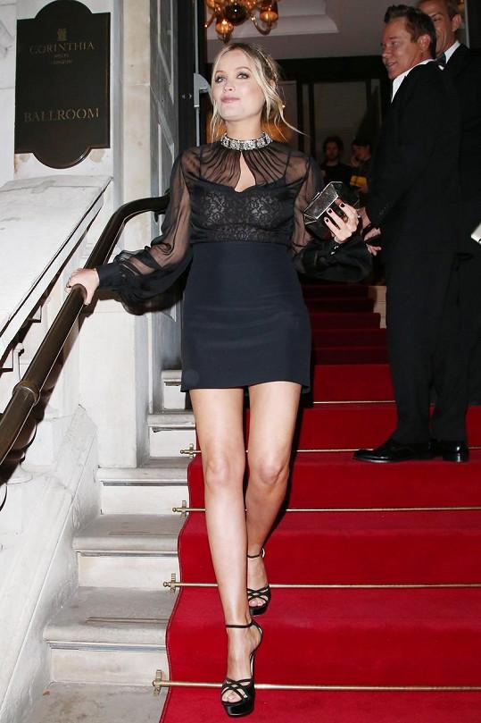 Irská moderátorka se účastnila udílení módních cen.