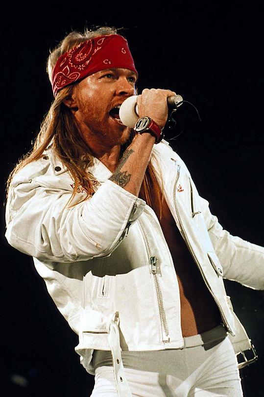 Axl Rose je zakládající člen skupiny Guns N´Roses.