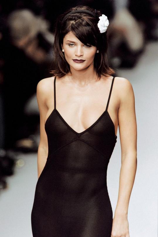 Helena Christensen v roce 1995 na přehlídce Karla Lagerfelda pro Chanel