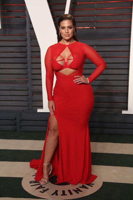 Ashley Graham na oscarové Vanity Fair párty
