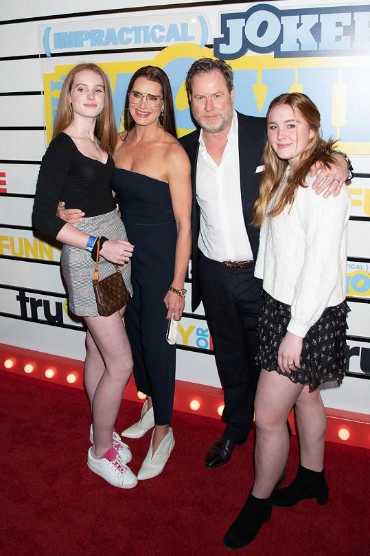 Herečka před rokem na premiéře filmu The Impractical Jokers: The Movie v New Yorku po boku svého manžela a dcer