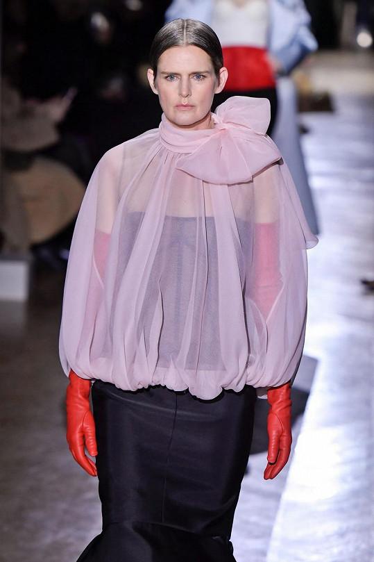 Stella Tennant byla úspěšnou modelkou. Foto z lednové přehlídky Valentino