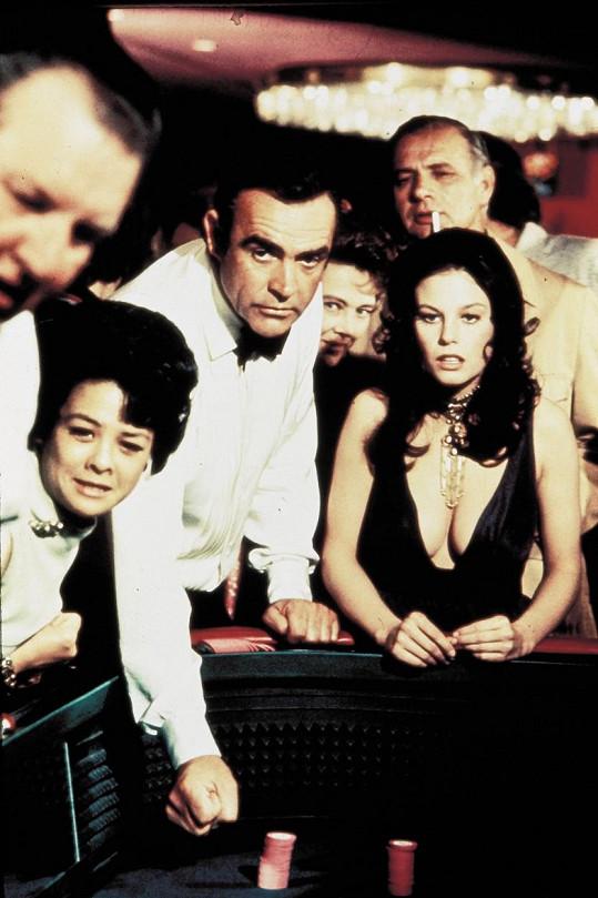 Lana Wood jako Plenty se Seanem Connerym v bondovce Diamanty jsou věčné