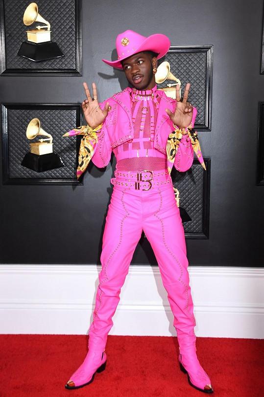 Kdopak si udílení prestižních hudebních cen spletl s pochodem hrdosti? Ano, byl to růžový kovboj Lil Nas X.
