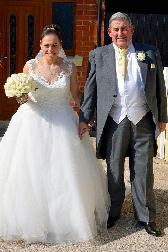 V této podobě se Alyson po 18 měsících hubnutí vdávala.