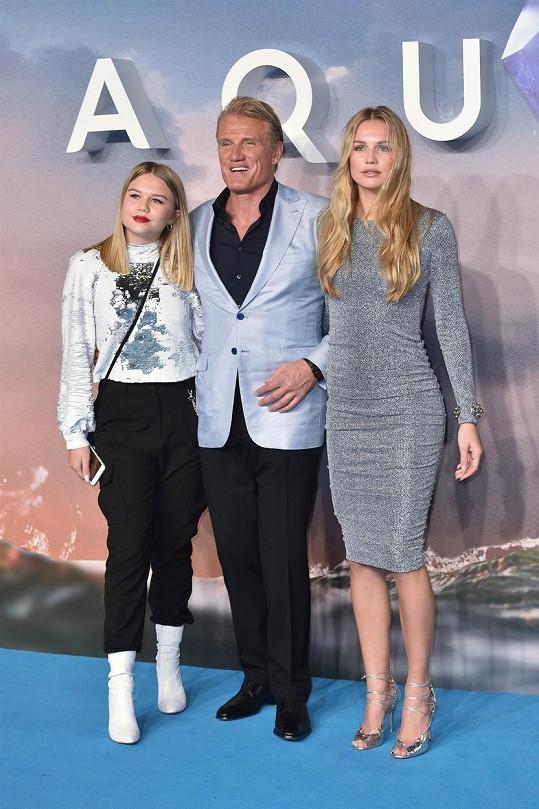 Na snímku z roku 2018 s dcerami Gretou (vlevo) a Idou