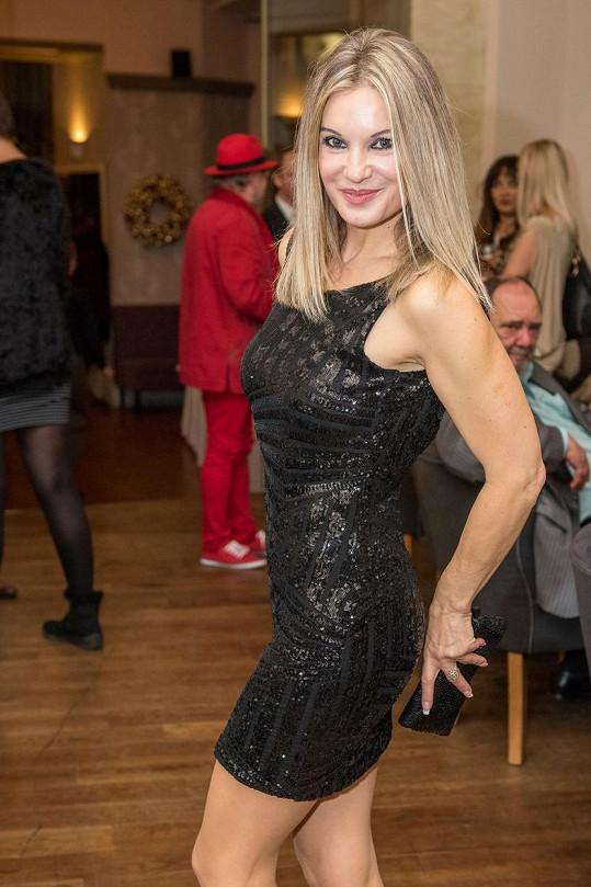 Slovenská zpěvačka Marcela Molnárová na padesátku rozhodně nevypadá.