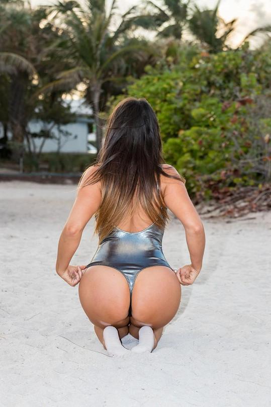 Vyzývavá modelka se v Miami předváděla na pláži.