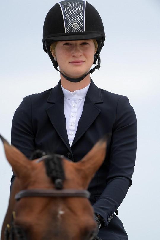 Jennifer Gates je úspěšnou profesionální jezdkyní.