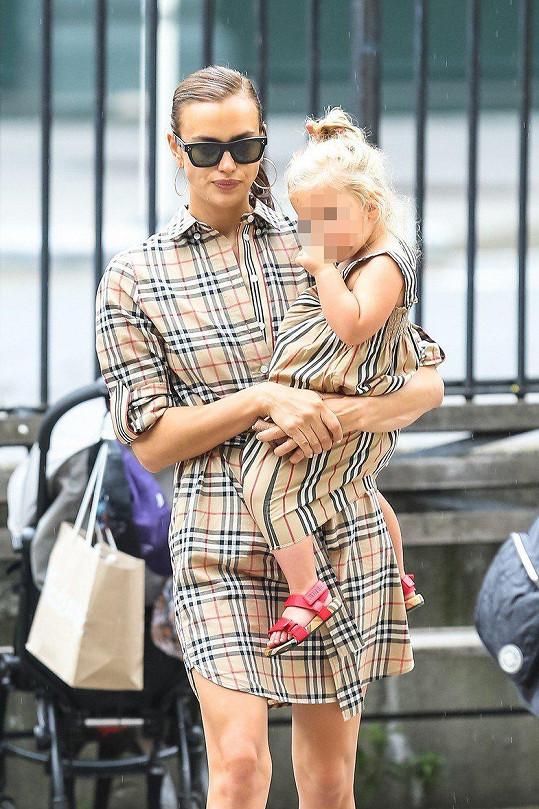 Irina sladila outfit s dcerkou.
