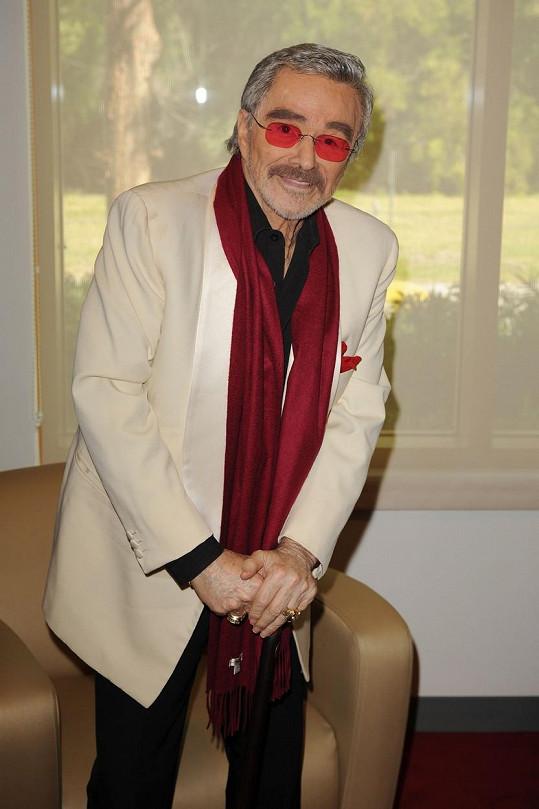 Burt Reynolds by zřejmě některé momenty ze svého mládí vzal zpátky.