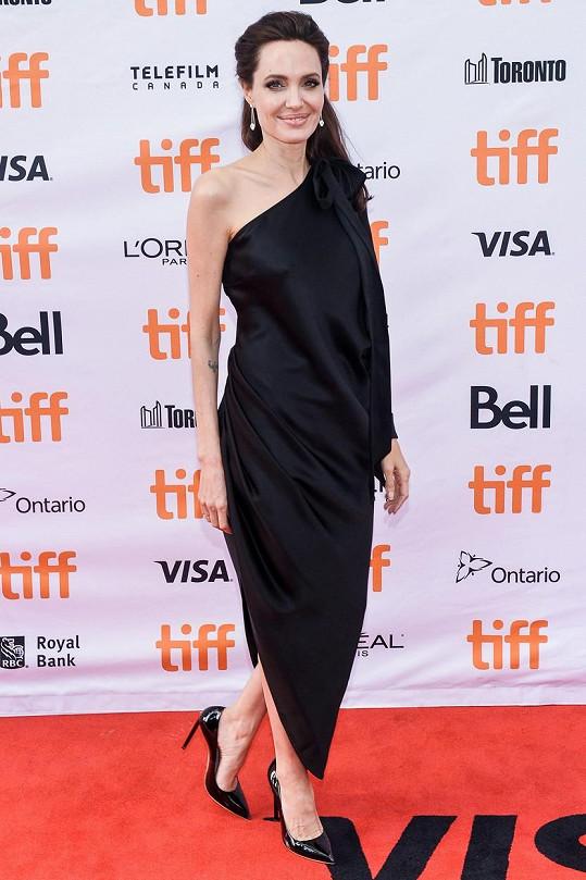 Angelina Jolie se rozepsala o své mamince.