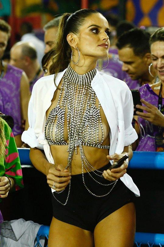 Karneval v rodné Brazílii si užívala naplno.