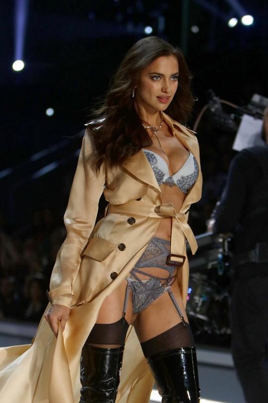 Na přehlídce Victoria's Secret Irina poprvé předváděla s bříškem.