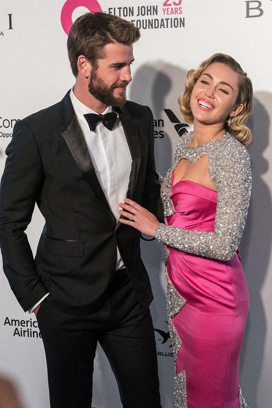 S Hemsworthem je s přestávkami ve vztahu od roku 2009.