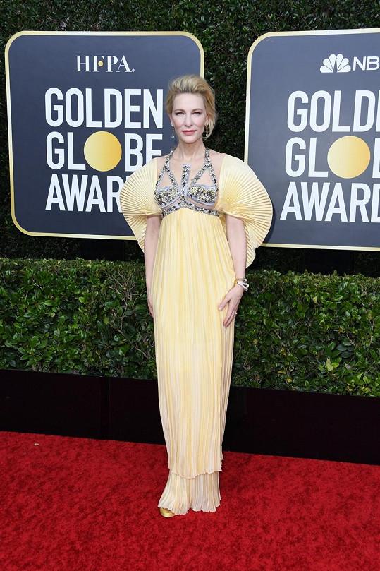 Většina žen včera večer volila umírněnější modely, a proto Cate Blanchett v šatech s plisovanými detaily odkazujících na Art Deco od Mary Katrantzou vynikala.