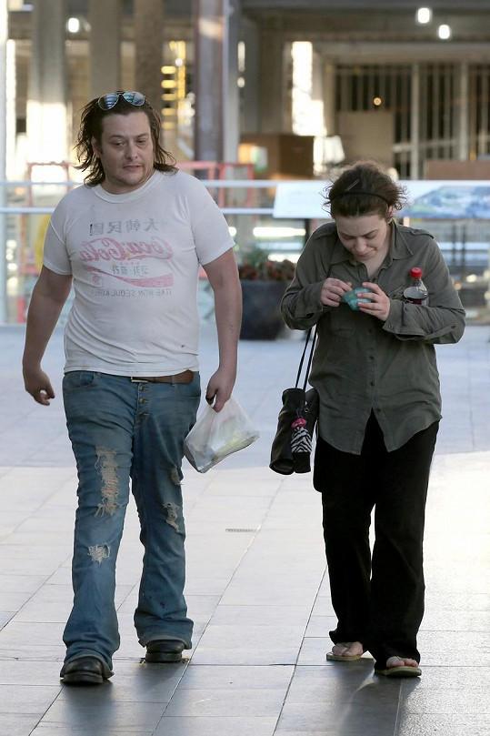 Herec se svou přítelkyní Monicou Keenou