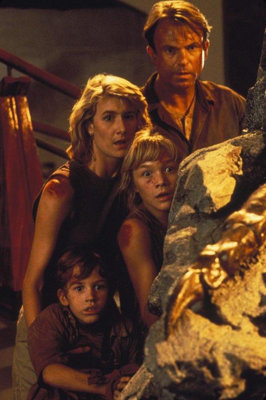 Joseph Mazzello se Samem Neillem, Laurou Dern a Arianou Richards ve filmu Jurský park