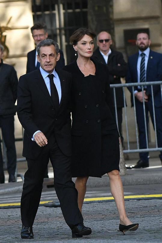 Asi největší výškový rozdíl dělí bývalou první dámu Francie Carlu Bruni a Nicolase Sarkozyho. Carla měří 175 cm, zatímco její manžel pouhých 166 cm.