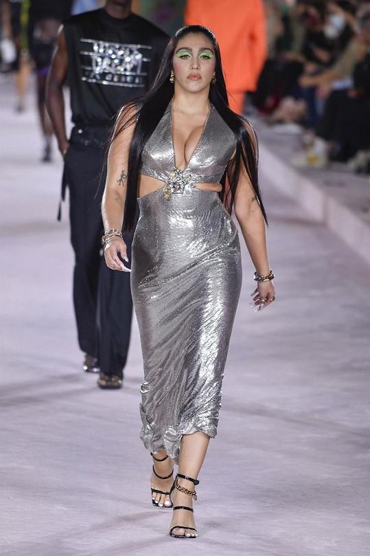 Zářivý model měla i Lourdes Leon, dcera Madonny.