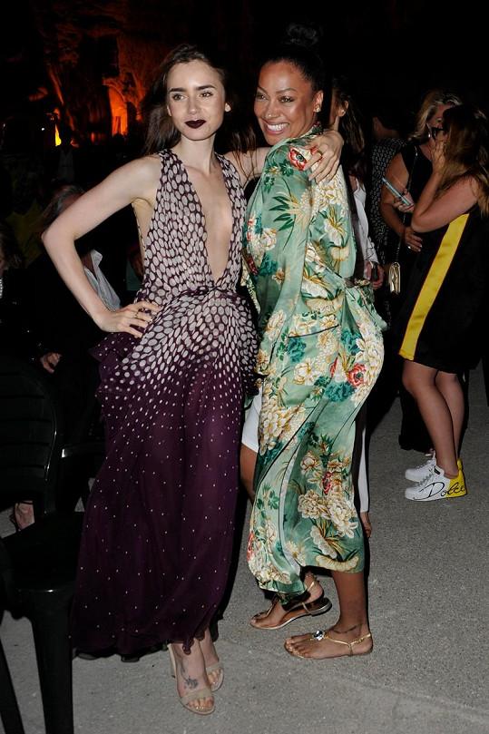 Lily Collins s herečkou a producentkou La La Antony