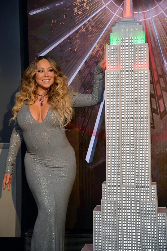 Při příležitosti také rozsvítila Empire State Building.