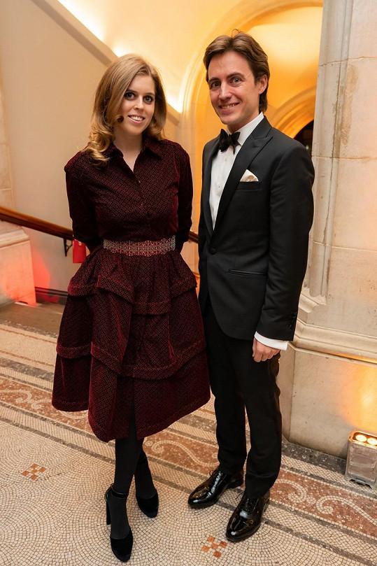Princezna Beatrice se s Edoardoem zasnoubila v Itálii.