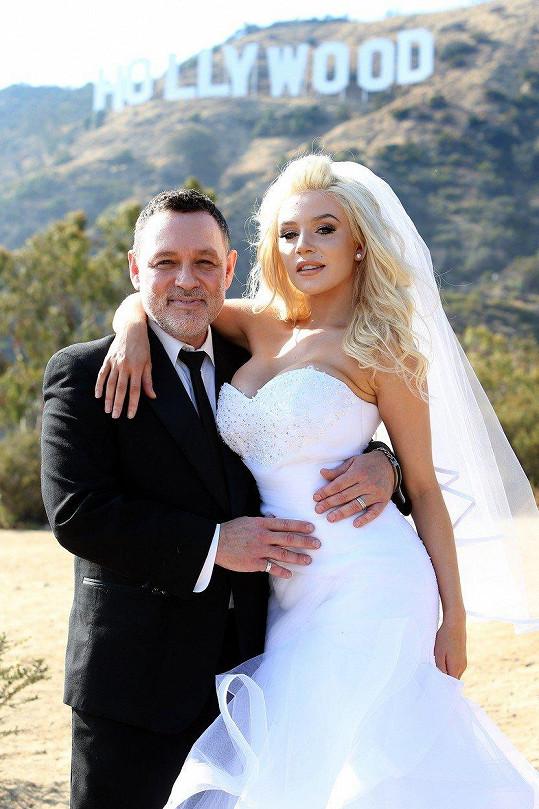Courtney Stodden a Doug Hutchison se rozvádějí.