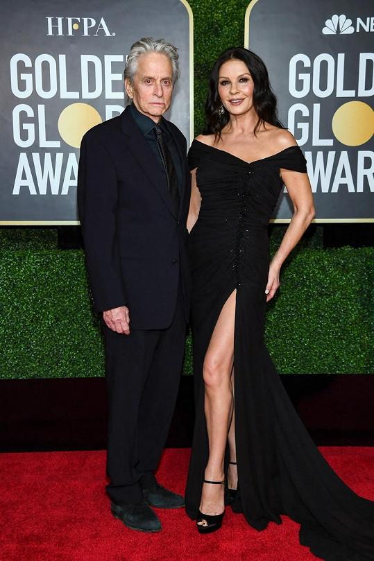 Michael Douglas s manželkou Catherine Zetou-Jones. Dělí je 25 let.