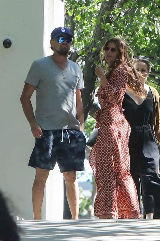 13. května byl herec vyfocen před svým domem v Malibu, kde se loučil s neznámou atraktivní ženou.