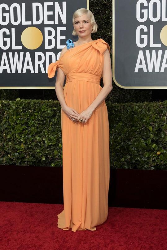 Michelle Williams převzala sošku Zlatého glóbu v na míru vytvořených hedvábných šatech Louis Vuitton.