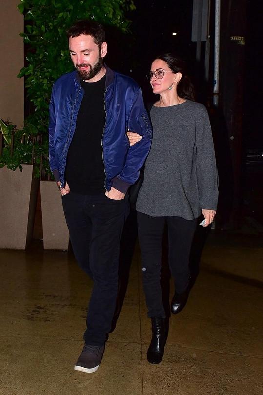 Courteney Cox a Johnny McDaid se nepotkali už skoro pět měsíců. Ona je v Los Angeles, on v Londýně.