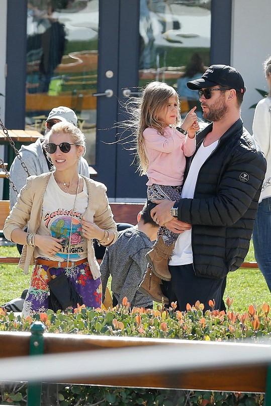 Chris a Elsa s dcerkou jménem India