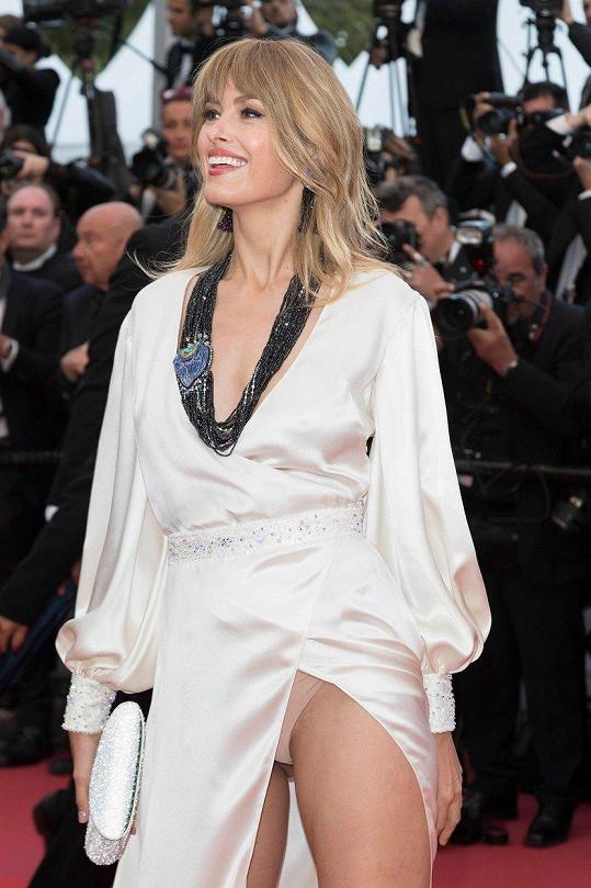 Ani letos v Cannes neváhala ukázat kalhotky.