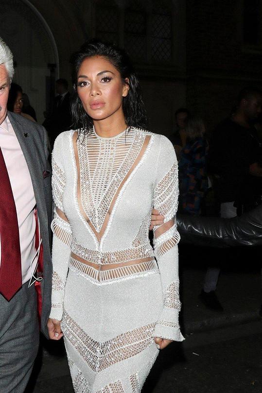 Nicole je sexy v každém outfitu.