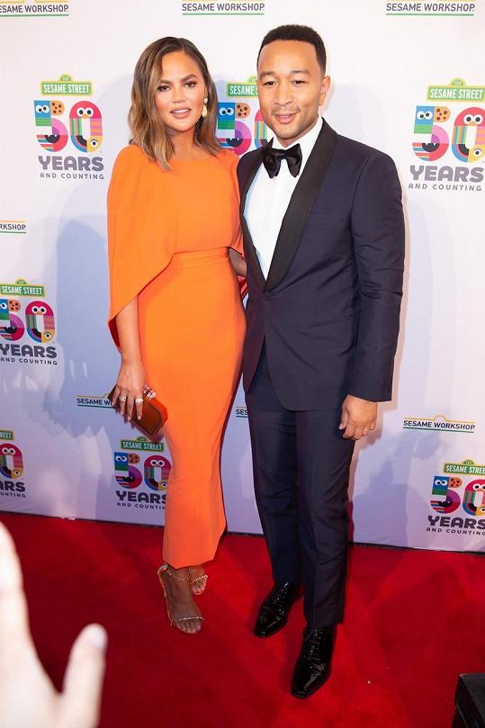 Jeho manželka, modelka Chrissy Teigen, pobavila svou reakcí.