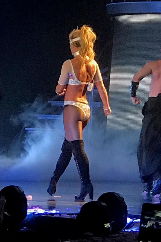 Britney je dnes štíhlá jako laňka.