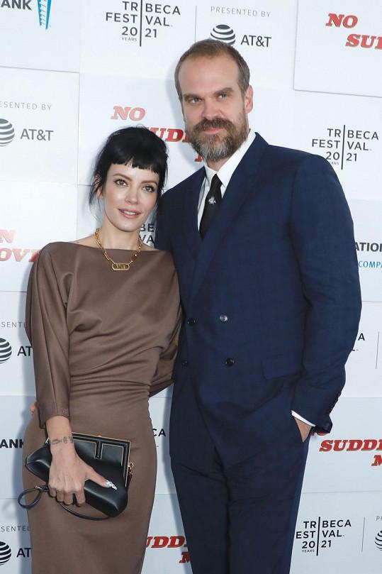 Loni se provdala za herce Davida Harboura.