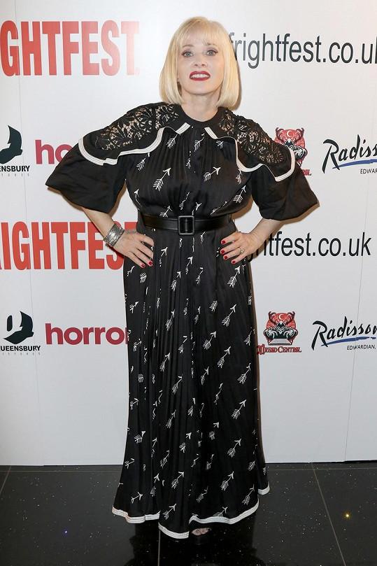 Barbara Crampton hrála například v seriálu Tak jde čas.